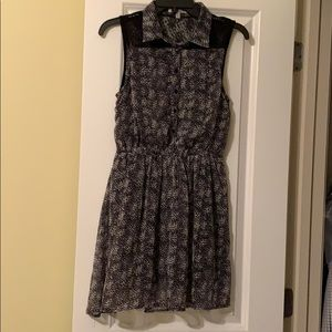 Cute black & white with lace button up dress sz S